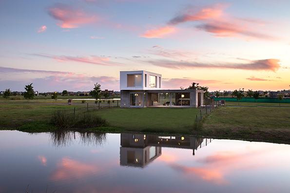 The Minimal Simplicity of BAM! Arquitectura's Casa CG342