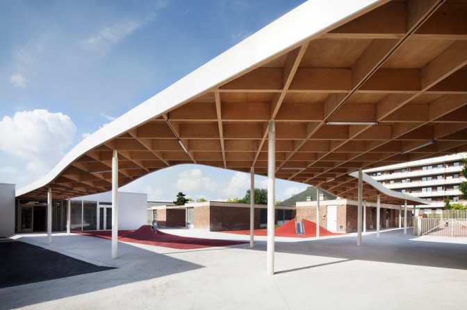 The Charlie Chaplin School Complex in La Courneuve, France gets an Extension