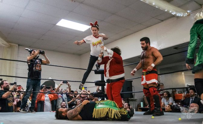 Macaulay Culkin Used 'Home Alone' Tactics & Traps To Help Santa Win A Wrestling Match